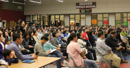 10月7日,蒙哥馬利郡華人家長聯合會特邀請當地教委候選人前來與華裔家長見面,就華人就關心的蒙郡教育問題進行互動交流。活動現場彙集了數百位社區華人。(何伊/大紀元)