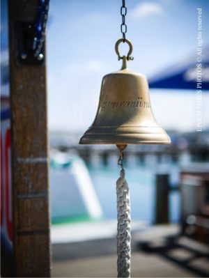 码头上刻着Warnemünde的铜铃(清飖/大纪元)