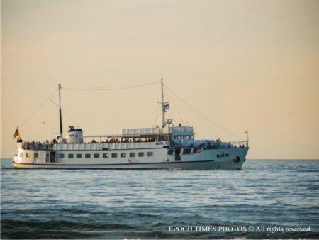 海上輪船(清颻/大紀元)