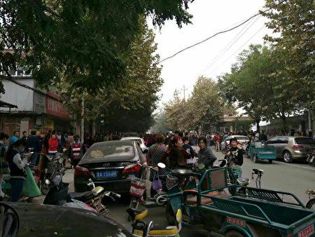 10月21日,山东济南市历城区郭店中学内发生男子持刀砍人,劫持人质事件。(村民提供)