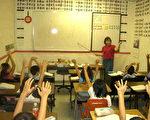 幼儿早期对拼图知识的学习可以有益于以后的数学成绩。家长和老师们可以从孩子小的时候起培养他们在这方面的能力,启发他们更深入地思考图案。(大纪元图片)