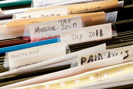 税收论文的家庭手工制作的文件的文件夹