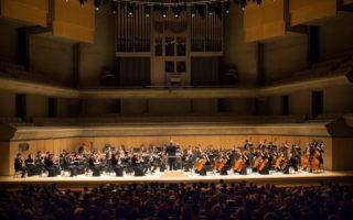 神韵交响乐团曾于2014及2015年在多伦多罗伊‧汤姆森音乐厅(Roy Thomson Hall)演出,盛况空前,受到音乐界名人盛赞。(艾文/大纪元)