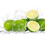 青柠檬汁可治愈或极大地加快一些致命疾病的治疗进程,还有杀灭病菌、癌细胞和辅助戒烟的奇效。(Fotolia)