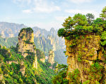 Beautiful view of the Cock Pecking rock and scenic canyon in the Tianzi Mountains (Avatar Mountains), the Zhangjiajie National Forest Park, Hunan Province, China. Fantastic mountain landscape.(fotolia)