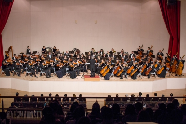 2016年10月2日,神韻交響樂團在高雄師範大學演藝廳的音樂會,熱力延續整個週末。(鄭順利/大紀元)