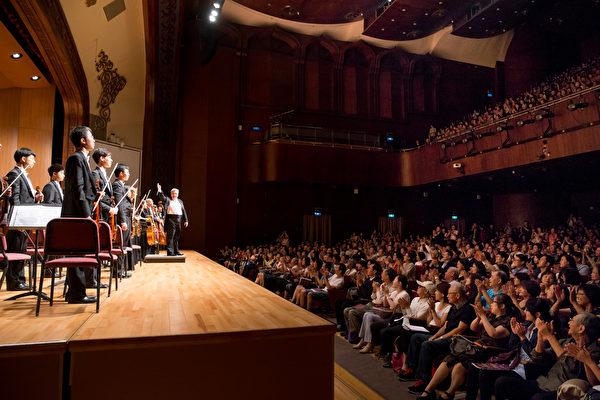 2016年10月3日下午,神韵交响乐团在台北中山堂演出。(白川/大纪元)