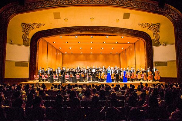 2016年10月3日晚間,神韻交響樂團在台北中山堂演出。(陳柏州/大紀元)