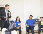 库柏蒂诺市议员蒲仲辰(左1)向大家分享助选经验,左起:赵良方、刘锦宗、袁倩聆听。(李霖昭/大纪元)