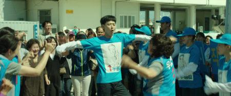《王牌計中計》劇照,圖為姜棟元跳舞片段。(車庫娛樂提供)