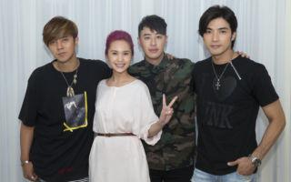 杨丞琳(左二)第三波主打MV《观众》,与她演艺生涯中合作的三位男星——贺军翔(右)、罗志祥(左)、潘玮柏(右二)再续前缘。(环球EMI提供)