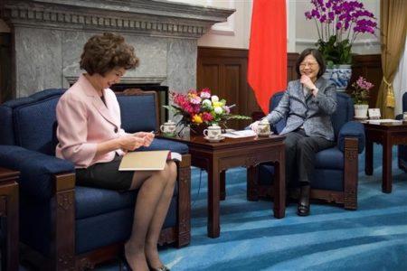 美前劳工部长来台 蔡英文会见赵小兰与其父