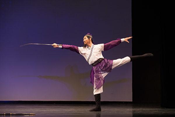 組圖:中國古典舞大賽複賽——少年男子組