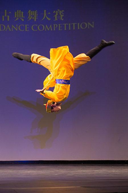 """2016年,陈柏维在第七届""""全世界中国古典舞大赛""""中,演绎舞剧《少年天子》。(戴兵/大纪元)"""