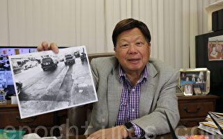 华埠街坊会会长李兆祥向记者展示路面破损的照片,表示既不方便也不安全。(李霖昭/大纪元)