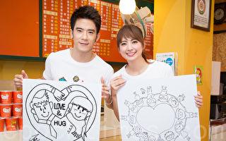 艺人JR(左)、阿喜(右)10月25日在台北出席公益活动。(陈柏州/大纪元)