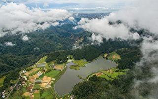 台湾宜兰县双连埤中有三座天然浮岛,近日被观察人员发现,其中一座浮岛在台风过后竟移动了200米,惊呼连连。(蒋维峻提供)