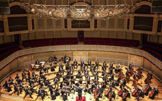 神韻交響樂團,自2012年秋季在紐約卡耐基音樂廳舉行國際首演後,開始年度巡演,所到之處,廣受讚譽。樂團2017年新一季巡演即將於9月17日在韓國拉開帷幕。圖為神韻交響樂團去年10月29日在芝加哥交響中心上演一場精彩的音樂會。(艾文/大紀元)