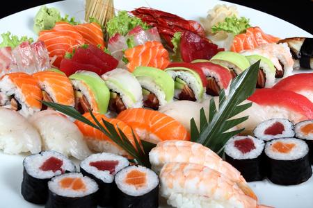 寿司、生鱼片宴会套餐。(Enjoy 提供)