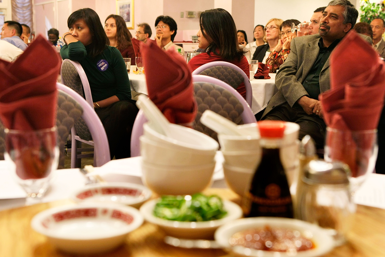 華裔涉洗錢欺詐逾千萬 英海關搜查拘捕六人