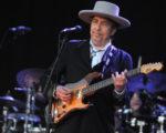 瑞典学院10月14日宣布今年诺贝尔文学奖得主是美国歌手鲍勃.迪伦(Bob Dylan),几天后,该学院说,放弃联系迪伦的努力。(FRED TANNEAU/AFP/GettyImages)