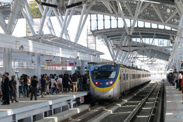最长高架铁路启用 台中迈入新纪元