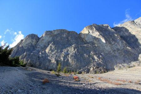 亚姆山峭壁直上直下,乃攀岩爱好者的理想之地。
