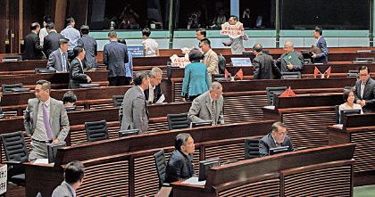 香港建制派制造流会阻宣誓