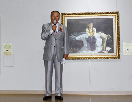 国立昌原大学美术专业名誉教授黄元喆在开幕式上致词。(韩国记者站/大纪元)