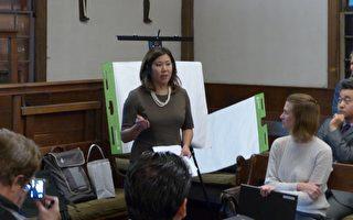 孟昭文参与国家公园局在法拉盛举办的社区座谈会,与法拉盛居民探讨贵格会所和邦恩之家入国家公园的可行性。 (林丹/大纪元)