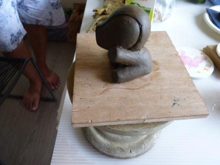 创造立体模型重要的一步,利用油土打样,油土不会干,可以随意调整塑形。(黄筠芸/大纪元)