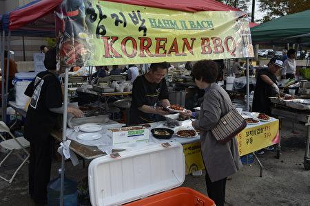 Hahm Ji Bach韩国餐馆的石头烤肉很有名。(马青/大纪元)