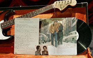 鮑勃迪倫1963年專輯封面《自由自在的鮑勃迪倫》。 (STAN HONDA/AFP/Getty Images)