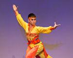 """旧金山""""加州艺术学院""""的学生何永焕曾经沉迷于电脑游戏,在进入飞天学院学习中国古典舞后,彻底戒掉了游戏瘾。(戴兵/大纪元)"""