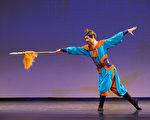 2016年10月20日,新唐人第七屆「全世界中國古典舞大賽」複賽,圖為青年男子組參賽選手孫天祺表演舞蹈《逼上梁山》。(戴兵/大紀元)