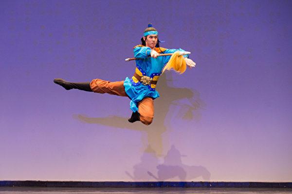 2016舞蹈大赛青年男子组小林健司, Kenji Kobayashi表演移孝为忠。(戴兵/大纪元)
