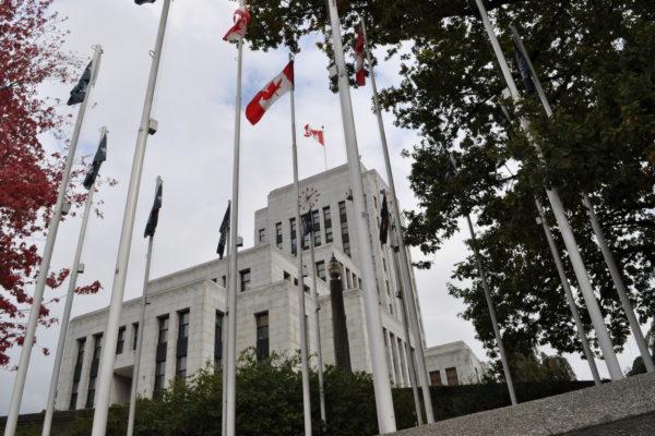 媒体聚焦 温哥华市府回应 升血旗事件发酵