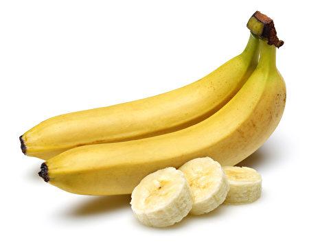 香蕉可提供维他命B6、C和钾等必需营养素,帮助喉咙组织的生长与修复。(Fotolia)