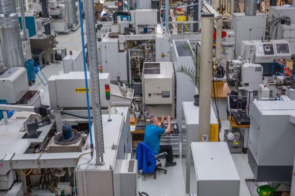 中国的制造业怎样才不会输呢?向德国人学习是一条可行的路。图为德国斯图加特的一个制造业工 厂。(芝加哥论坛报)