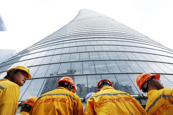 北京当局发布了减少企业债务的指南,并说政府不会承担公司借贷的最后责任,这是决策者加强打击过度杠杆的最新迹象。(VCG/VCG via Getty Images)