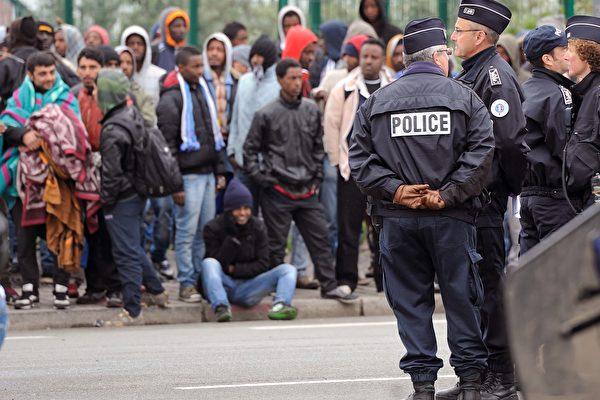 """法国非法移民可""""工作转正"""""""