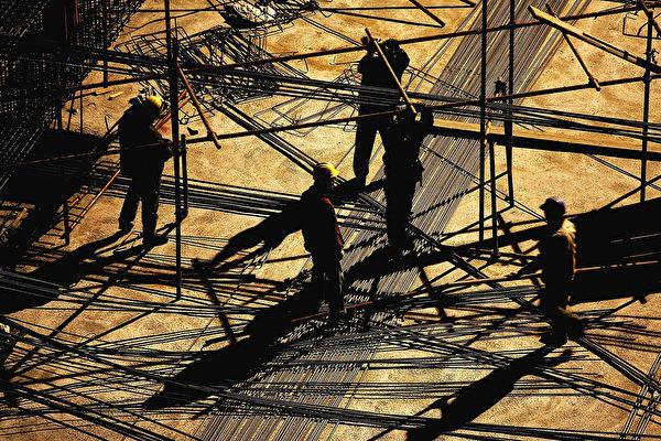 中国观察者开始计算,中国炙热的房地产市场如果崩溃,将给银行造成多少损失。 (Guang Niu/Getty Images)