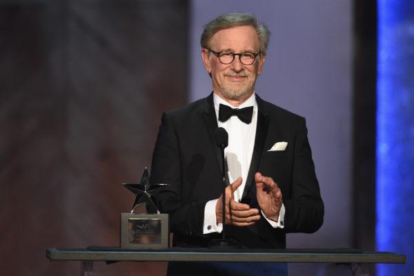 斯皮尔伯格导演过《侏罗纪公园》、《辛德勒的名单》和《拯救大兵瑞恩》等多部影史经典。(Kevin Winter/Getty Images )