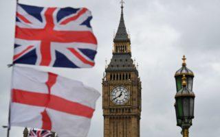 英國國會下議院以384-114票的壓倒性多數通過英國政府提交的脫歐法案,最快將於今年3月底啟動脫歐。(BEN STANSALL/AFP/Getty Images)