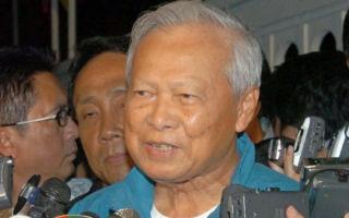 泰王辞世后,高龄96岁的泰国传统当权派枢密院主席普瑞姆(Prem Tinsulanonda)将成为代理泰国王室的摄政王。图为他2006年照片。(STR/AFP/Getty Images)