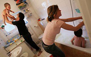 美国皮肤病学会主张,进入青春期之前的孩子没必要每天洗澡。 (Sean Gallup/Getty Images)
