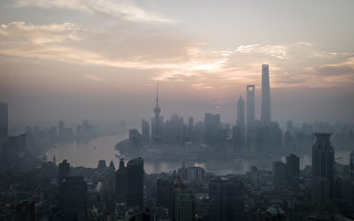 TOPSHOT - A general view shows the sun rising over the financial district of Pudong in Shanghai on September 9, 2016. / AFP / FRED DUFOUR        (Photo credit should read FRED DUFOUR/AFP/Getty Images)