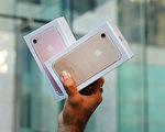 世界各國iPhone手機的售價卻有很大不同,其中iPhone在中國的售價會比美國高出將近20%。(Spencer Platt/Getty Images)