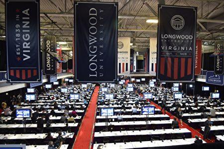 10月4日美国副总统竞选人辩论会的媒体工作厅。 (PAUL J. RICHARDS/AFP/Getty Images)