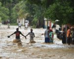 威力強大的颶風馬修(Matthew)橫掃美洲最貧窮國家海地兩天後,至少奪走108人的性命。(Photo credit should read HECTOR RETAMAL/AFP/Getty Images)